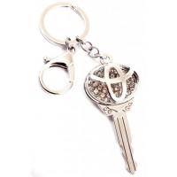 Ключодържател във формата на ключ с емблема на TOYOTA, декориран с бели камъни